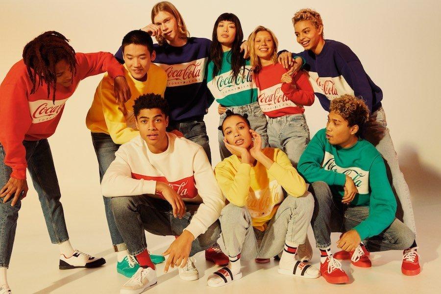 Tommy Jeans ve spolupráci s Coca-colou vytvořil stylovou kolekci